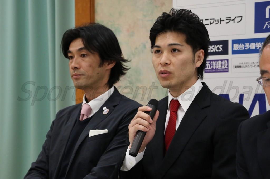 ケガから復帰しプレーオフに備える大崎・岩永選手(右)と岩本監督