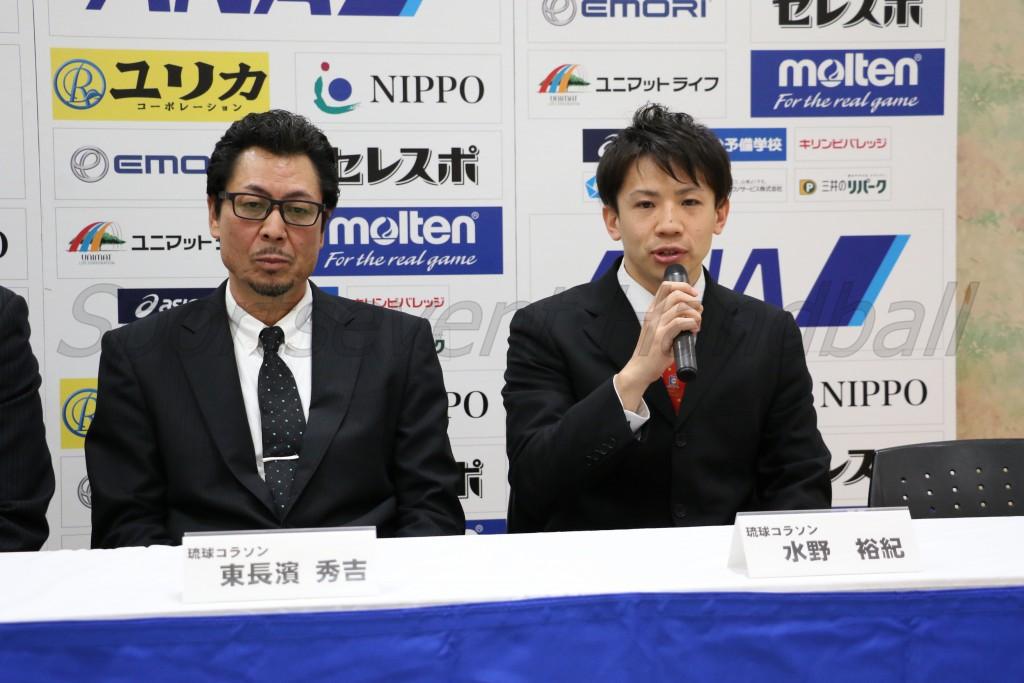 初のプレーオフに臨む琉球・東長濱監督(左)と水野(裕紀)選手