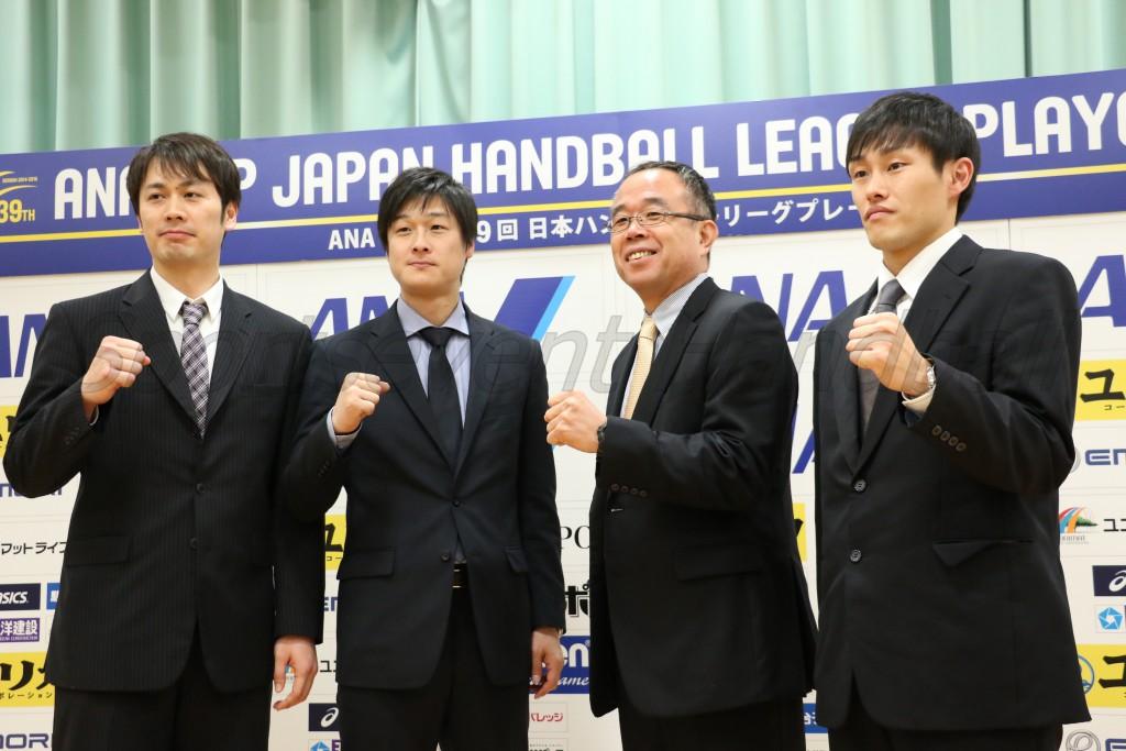左から大同・岸川選手、大同・末松監督、車体・酒巻監督、車体・木切倉選手