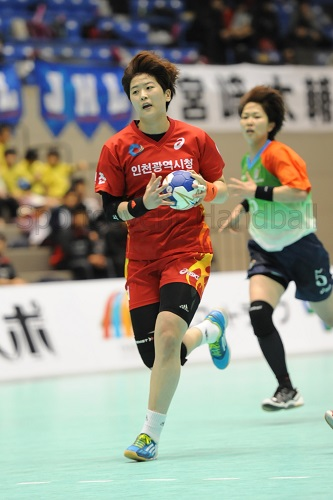 韓国代表でも活躍する仁川・柳殷僖はシュートだけでなくマークが厚くなった時に周りを活かすパスさばきなどはさすが