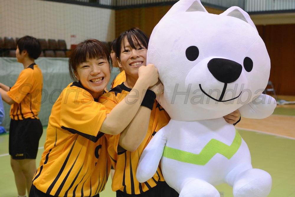 3連覇達成に笑顔がはじける八十島(写真左)と河田
