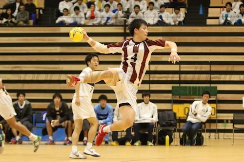 札幌出身の早大・福岡はポストシュートをきっちり決めた
