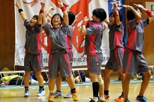予選リーグ突破が決まり歓喜にわく京都セブン