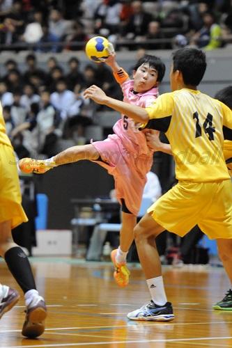 甲田中は小柄なセンター小先がチームをリードした