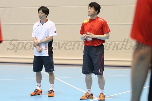 チームを率いるのは佐藤監督(右)。吉村晃コーチ(左)と再びコンビを組む