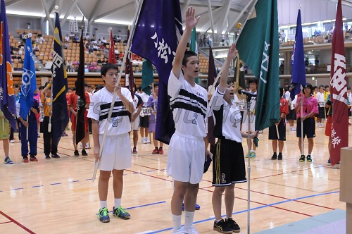 小松南部中・下坂真冬選手(左)と芦城中・辻静羽選手が選手宣誓した