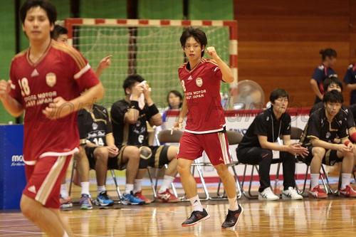 合成・ロペスとのマッチアップが予想される東日本・松本。ここの攻防が試合のカギになるか