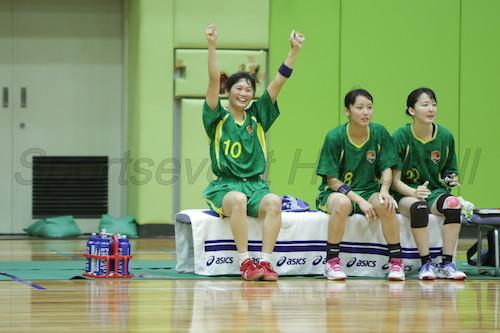 緊迫した場面でカットインを決め切り勝利に貢献した桐蔭横浜大・平松(写真中央)