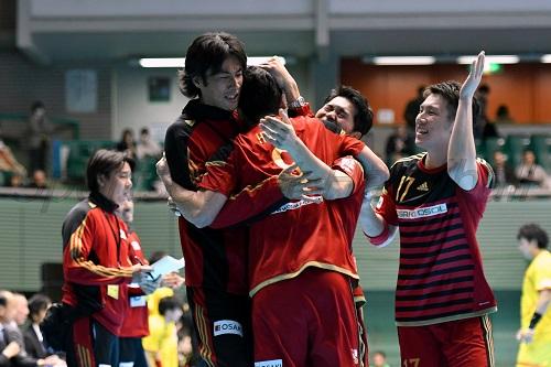 大崎は試合終了間際の逆転劇に喜びを爆発させた