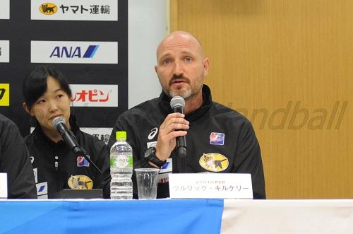 「後半10分までの内容には満足している。シュートが決め切れなかったのは問題だった」とアジア選手権の韓国戦について語るキルケリー女子代表監督