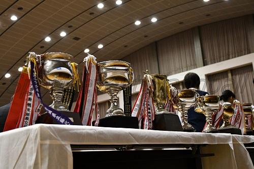 今年はどのチームが優勝杯を手にするのか