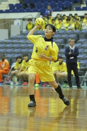 伊波の代わりにバックプレーヤーに入った浦添・松本。立ち上がりはミドルシュートでチームを盛り上げた