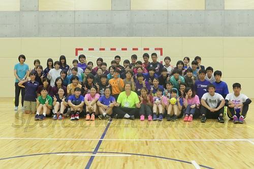 参加者とトレーニングを手伝ってくれた桐蔭横浜大の学生と記念撮影