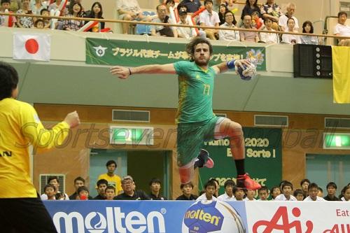 ブラジルは右サイドの優位性を最後まで保ったのが勝因に(写真はアッキバルス)
