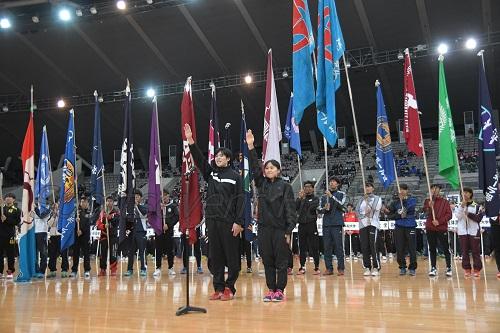 富士大・富樫侑也選手(左)、東北福祉大・芦名桜選手が競技スタートへ力強く宣誓した
